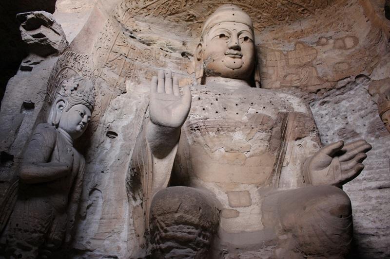 중국 3대석굴 중의 하나인 운강석굴에 있는 불상. 문화혁명 당시 공산당원들이 많이 파괴했다.